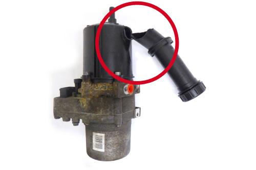 Elektrische Lenksäulen und EPS Lenkgetriebe mit einem beschädigten Behälter