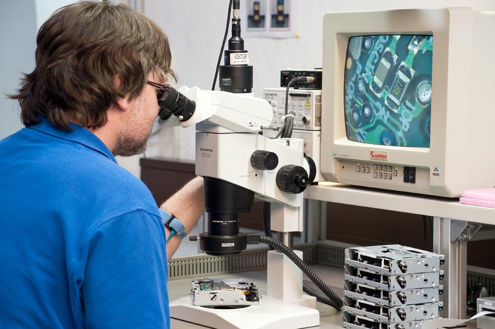 Aufarbeitung und Endtest der elektronischen Komponenten