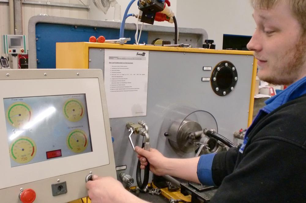 Testmaschine für ein Servopumpen