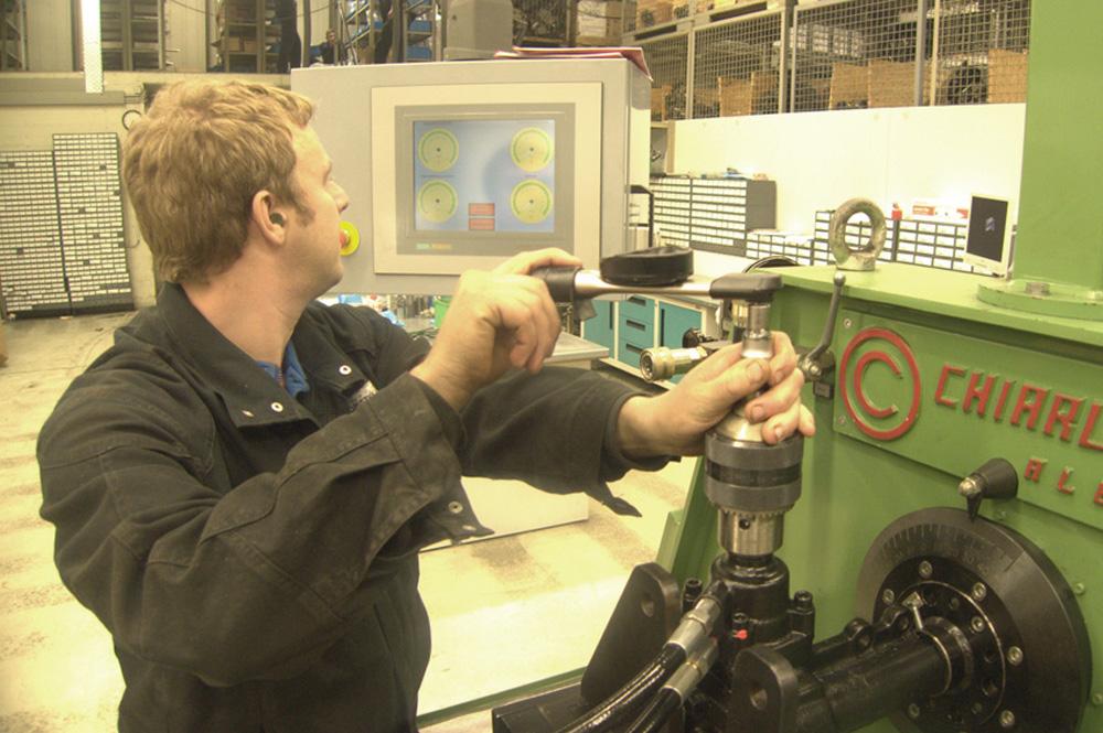 Testmaschine für ein Kugelumlauflenkgetriebe